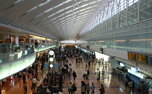羽田空港のロビー