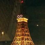 クリスマスイヴの東京タワーは「ハートマーク」のイルミネーション