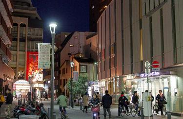 夜の蒲田駅前の様子